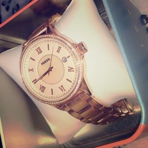 New rose gold fossil watch with box!